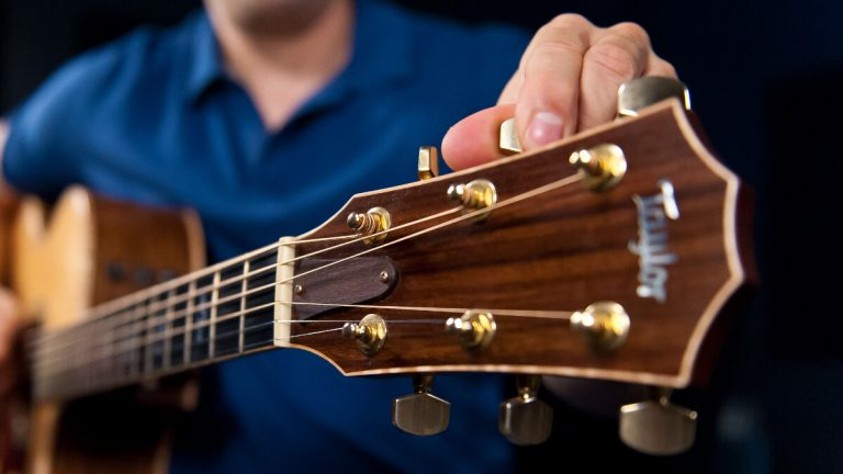 Online Guitar Lessons vs Private Guitar Lessons